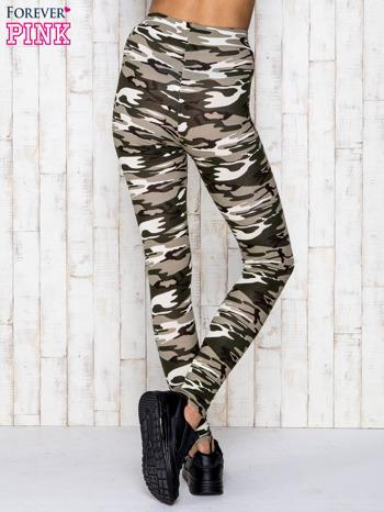 Beżowe legginsy z motywem militarnym                                  zdj.                                  4
