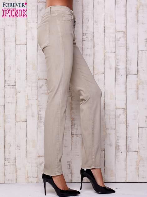 Beżowe spodnie o prostym kroju                                  zdj.                                  3