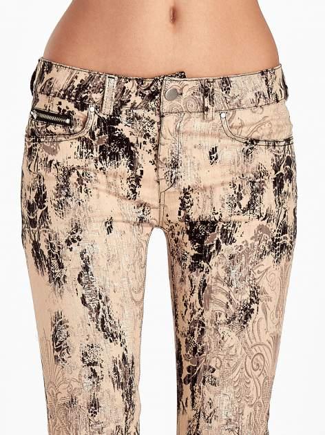 Beżowe spodnie skinny w kwiaty                                  zdj.                                  5