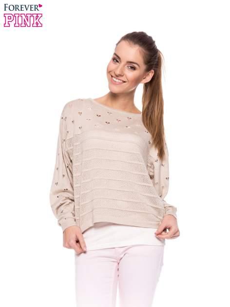 Beżowy ażurowy sweter w serduszka