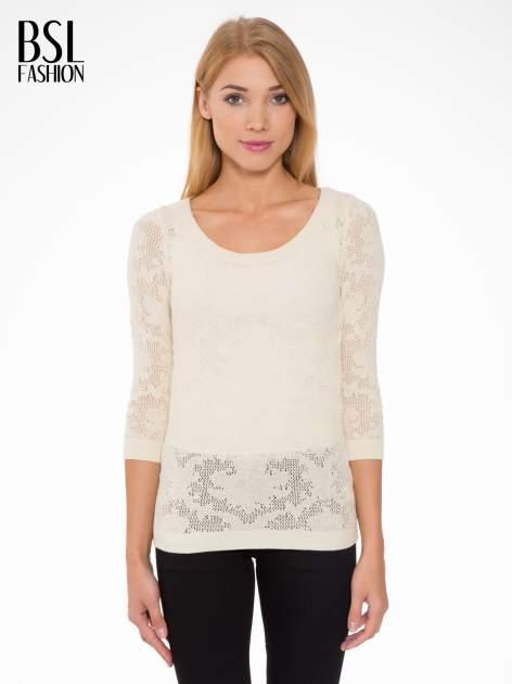 Beżowy ażurowy sweter z rękawami 3/4                                  zdj.                                  1