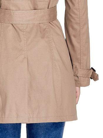 Beżowy klasyczny płaszcz typu trencz                                  zdj.                                  5