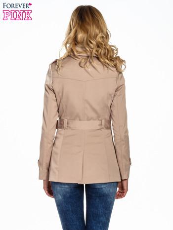 Beżowy krótki płaszcz trencz                                  zdj.                                  4