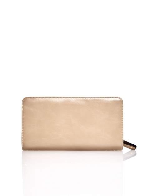 Beżowy pikowany portfel z kwiatowym tłoczeniem                                  zdj.                                  2