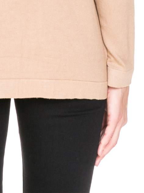 Beżowy sweter kardigan z bocznymi kieszeniami                                  zdj.                                  7