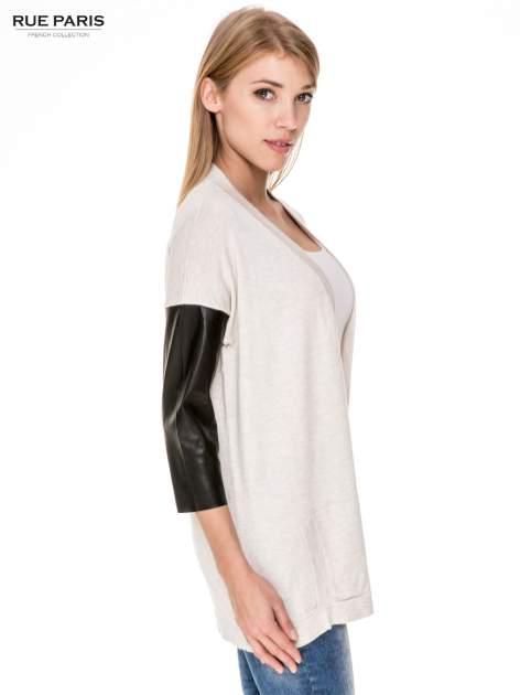 Beżowy sweter kardigan ze skórzanym rękawami 3/4                                  zdj.                                  3