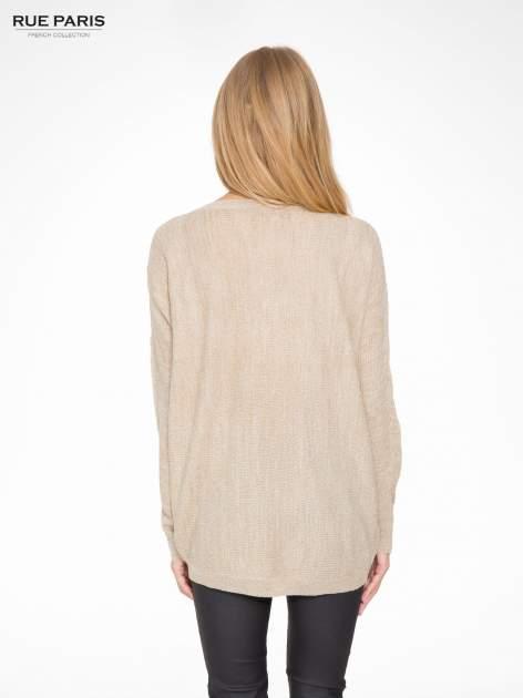 Beżowy sweter z nietoperzowymi rękawami                                  zdj.                                  4