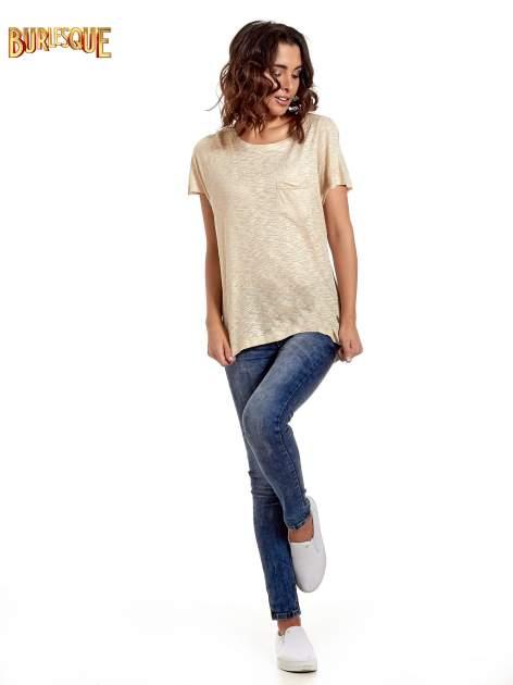 Beżowy t-shirt w złote plamki                                  zdj.                                  8