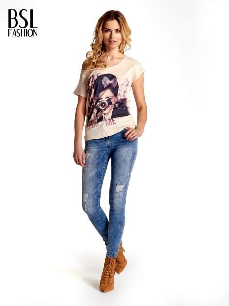 Beżowy t-shirt z nadrukiem SMILE FOR ME                                  zdj.                                  7