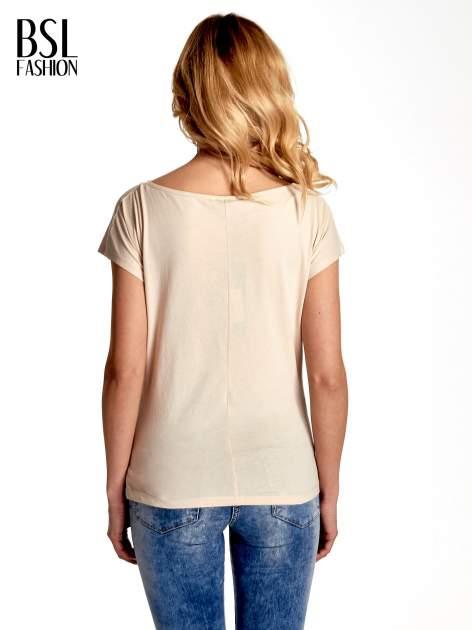 Beżowy t-shirt z nadrukiem SMILE FOR ME                                  zdj.                                  4