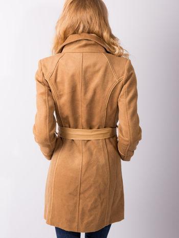 Beżowy wełniany płaszcz ze skórzanym paskiem                                  zdj.                                  3