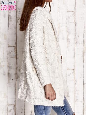 Beżowy włochaty sweter z kapturem                                  zdj.                                  3