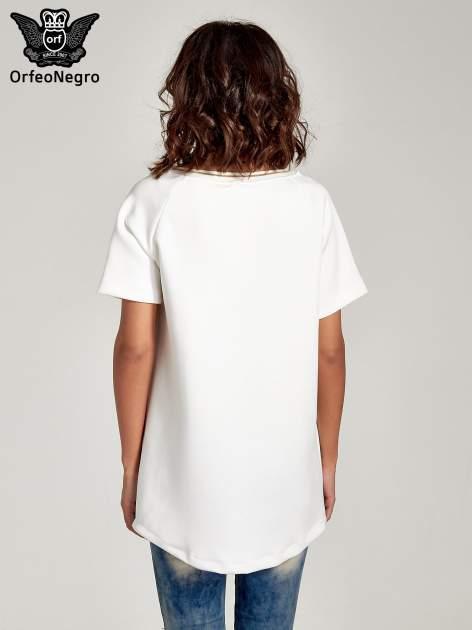 Biała bluza glamour ze złotymi znakami japońskimi                                  zdj.                                  2