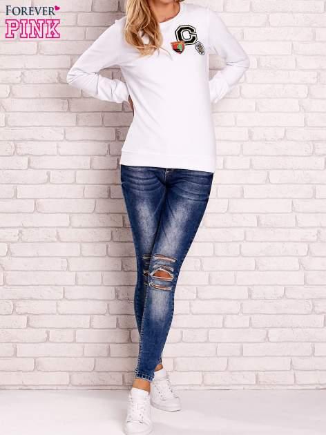 Biała bluza z kolorowymi naszywkami                                  zdj.                                  4
