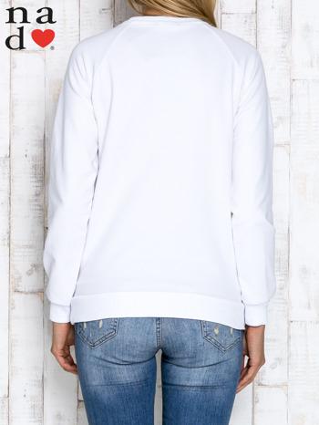 Biała bluza z napisem PRZESYŁAM DOBRĄ ENERGIĘ                                  zdj.                                  4