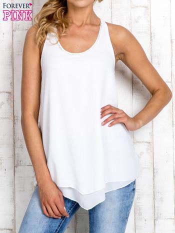 Biała bluzka koszulowa z aplikacją przy dekolcie