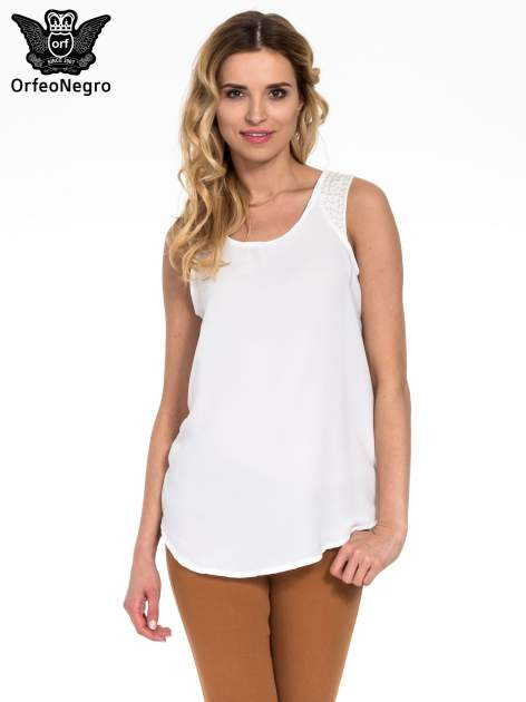 Biała bluzka koszulowa z koralikami przy ramionach