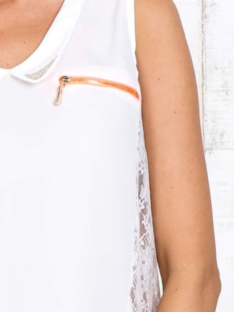 Biała bluzka koszulowa z koronkowymi wstawkami na bokach                                  zdj.                                  5