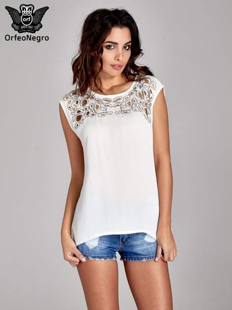 Biała bluzka koszulowa z ozdobnym dekoltem z wycięciami