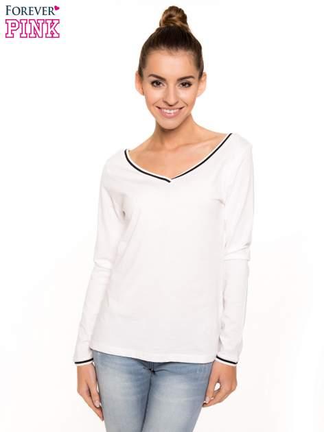 Biała bluzka z kontrastową lamówką                                  zdj.                                  1