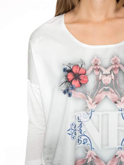 Biała bluzka z kwiatowym ornamentem i rękawami 3/4                                  zdj.                                  6