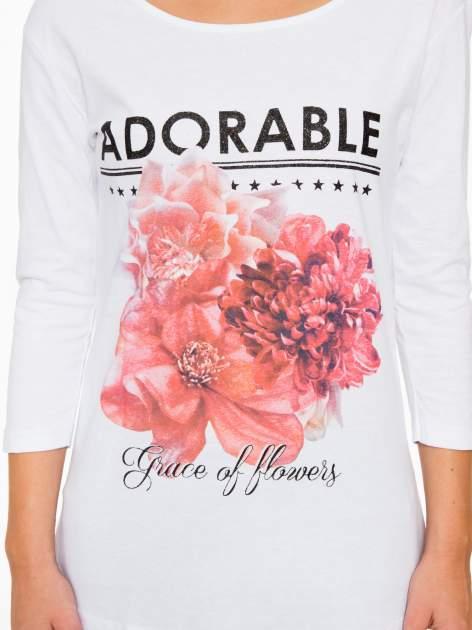 Biała bluzka z motywem kwiatowym i napisem ADORABLE                                  zdj.                                  8