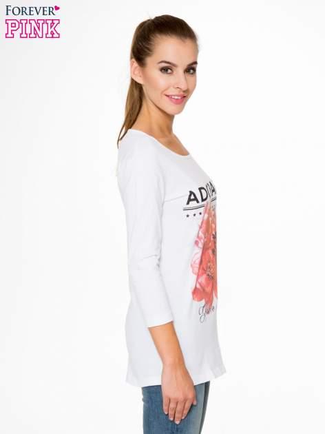 Biała bluzka z motywem kwiatowym i napisem ADORABLE                                  zdj.                                  3