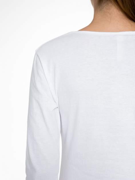 Biała bluzka z nadrukiem ODDAM W DOBRE RĘCE                                  zdj.                                  9