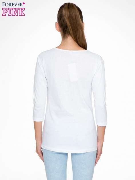 Biała bluzka z nadrukiem fashion i napisem MORE COLOUR                                  zdj.                                  4