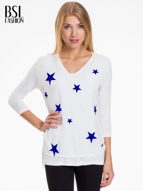Biała bluzka z nadrukiem granatowych gwiazdek                              zdj.                              1