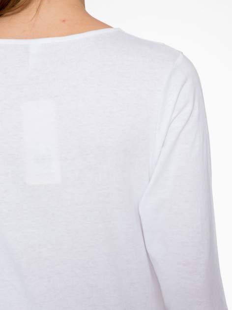 Biała bluzka z nadrukiem róży i napisem BELIEVE                                  zdj.                                  7