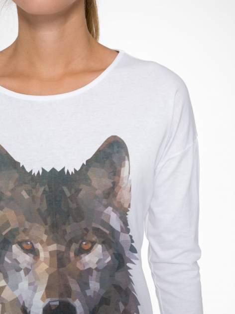 Biała bluzka z nadrukiem wilka i brokatowym napisem WOLF                                  zdj.                                  6
