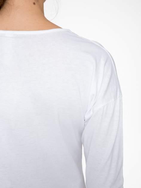 Biała bluzka z nadrukiem wilka i brokatowym napisem WOLF                                  zdj.                                  9