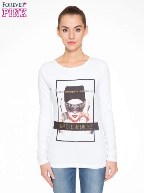 Biała bluzka z portretem kobiety i napisem GOOD GIRLS...