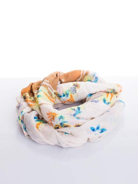 Biała chusta w kwiaty                                  zdj.                                  2
