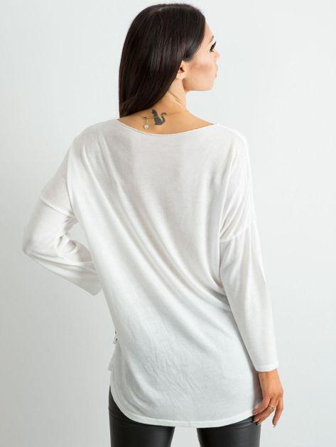 Biała damska bluzka z nadrukiem                              zdj.                              2