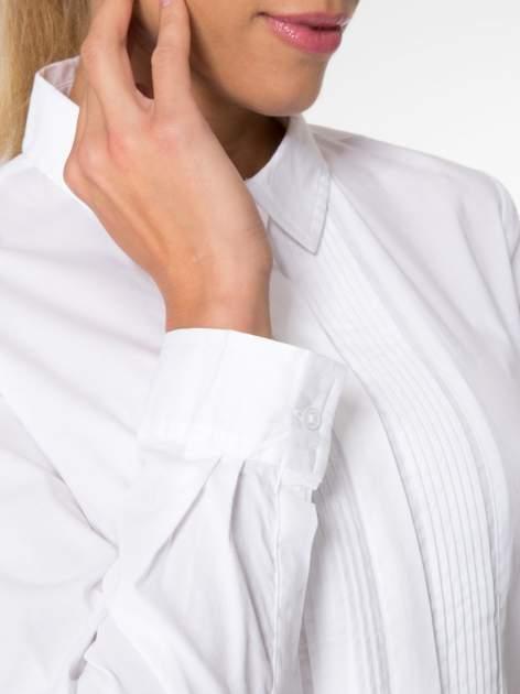 Biała elegancka koszula damska z marszczonym przodem                                  zdj.                                  5