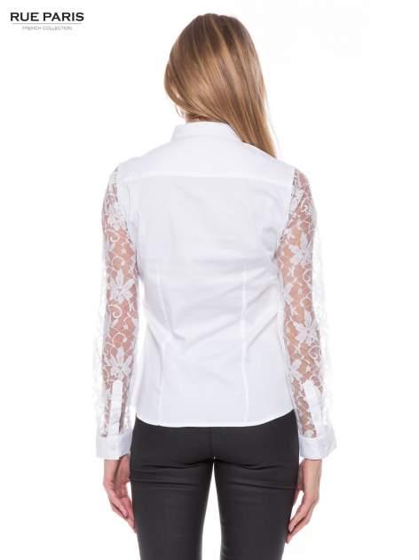 Biała elegancka koszula z koronkowymi rękawami                                  zdj.                                  3