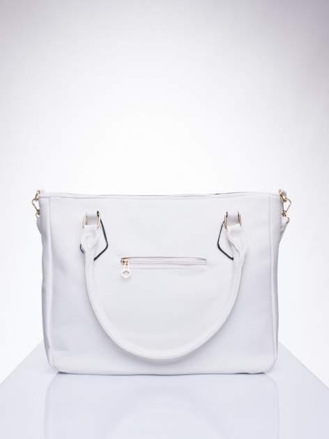 Biała fakturowana torba miejska z odpinanym paskiem                                  zdj.                                  3