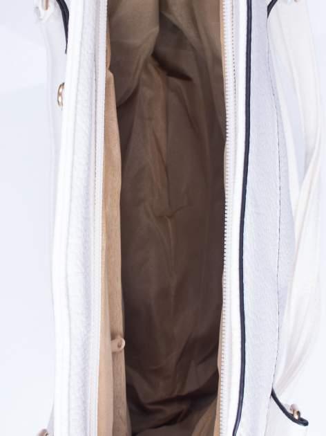 Biała fakturowana torba miejska z odpinanym paskiem                                  zdj.                                  4