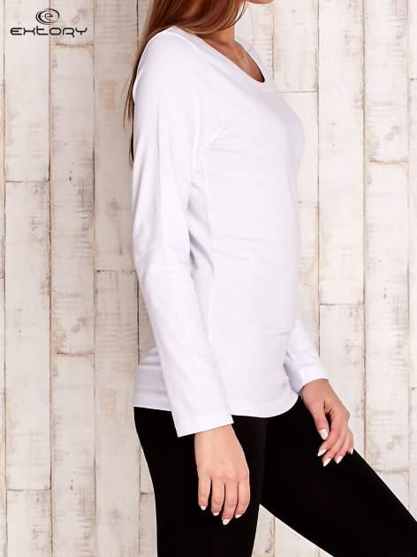 Biała gładka bluzka sportowa z dekoltem U PLUS SIZE                                  zdj.                                  3