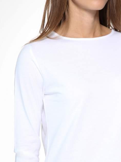 Biała gładka bluzka z dłuższym tyłem                                  zdj.                                  6