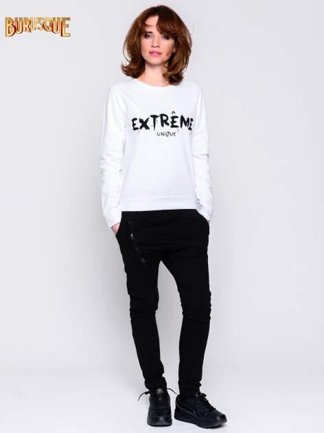 Biała klasyczna bluza damska z napisem EXTRÉME UNIQUE                                  zdj.                                  3