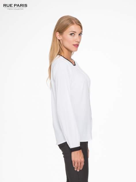 Biała koszula z kontrastową lamówką przy dekolcie i mankietami                                  zdj.                                  3