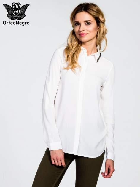 Biała koszula z koralikami na kołnierzyku                                  zdj.                                  1