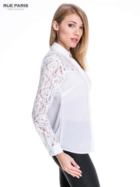 Biała koszula z koronkową górą i rękawami                                  zdj.                                  3