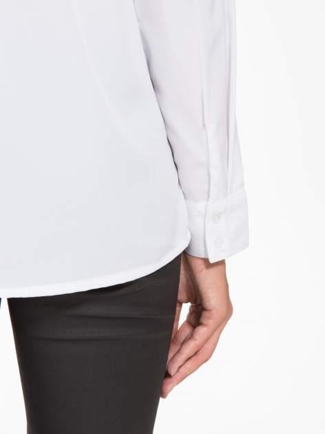 Biała koszula z małym kołnierzykiem i kontrastowym obszyciem                                  zdj.                                  10