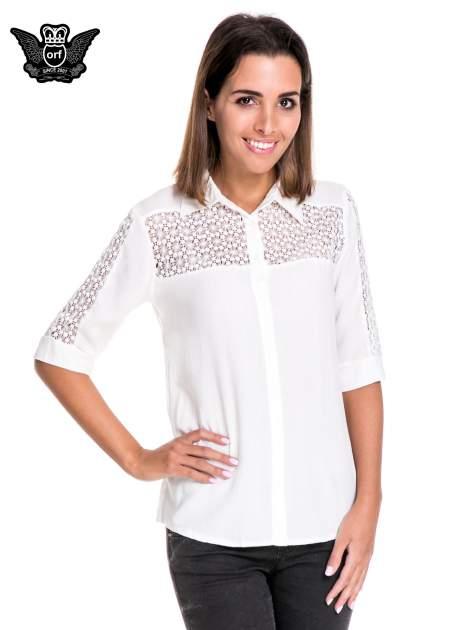 Biała koszula z rękawem do łokcia i koronką                                  zdj.                                  1