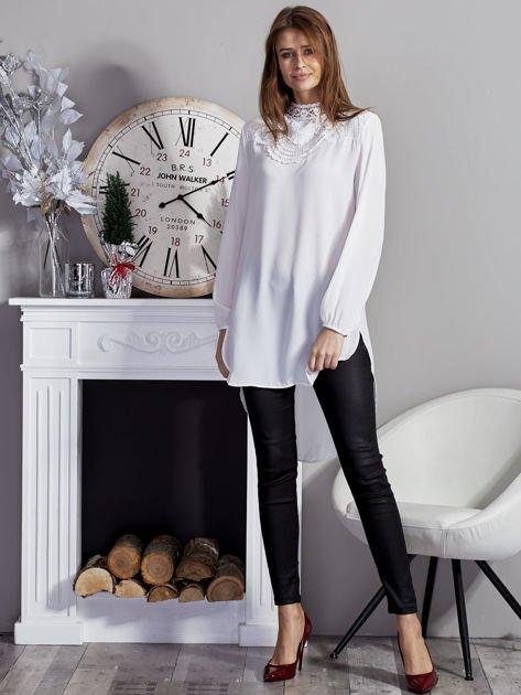 Biała koszulowa tunika z koronką                              zdj.                              4