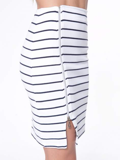 Biała mini spódnica w paski z suwakiem z boku                                  zdj.                                  7